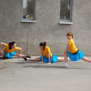 У нашей команды это были девушки-гимнастки, гибкие, изящные, они покорили зрителей своими спортивными танцами