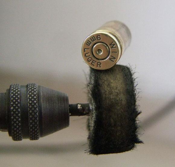 «Военный атрибут порождает творчество»: мастер-класс по созданию сережек из пульки
