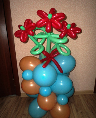 Колонна из воздушных шаров. Основа и декорирование.